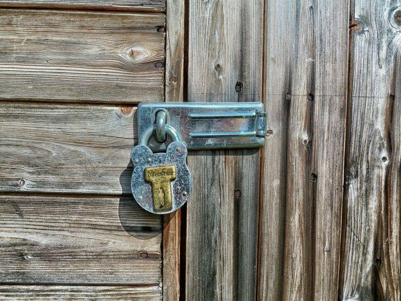 porta-chiusa-lucchetto